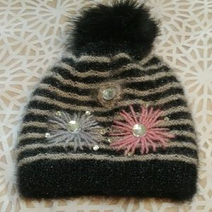 Cute beanie with poof ball